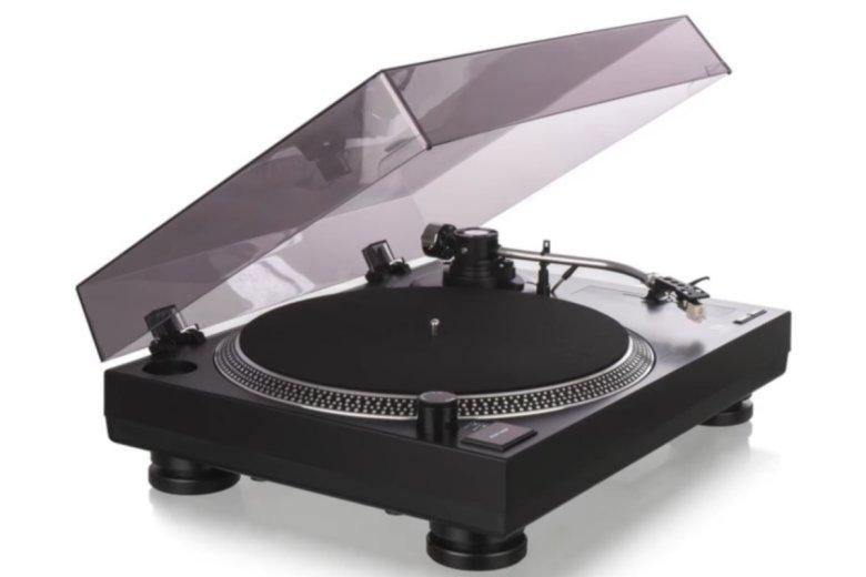"""Niezłej jakości gramofony, uznawane w branży za """"doskonałe dla początkujących"""", pojawiły się w sieciach dyskontowych. To wzmogło powrót mody na winyle."""