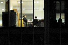 Kiedy całe biuro poszło spać, ty nie siedź. Taka praca niszczy organy wewnętrzne