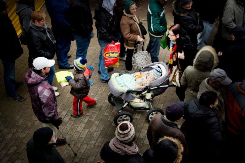 """Dzięki programowi skala ubóstwa dzieci w Polsce skurczyła się z 12 do 3 proc. - przekonuje """"The Economist""""."""