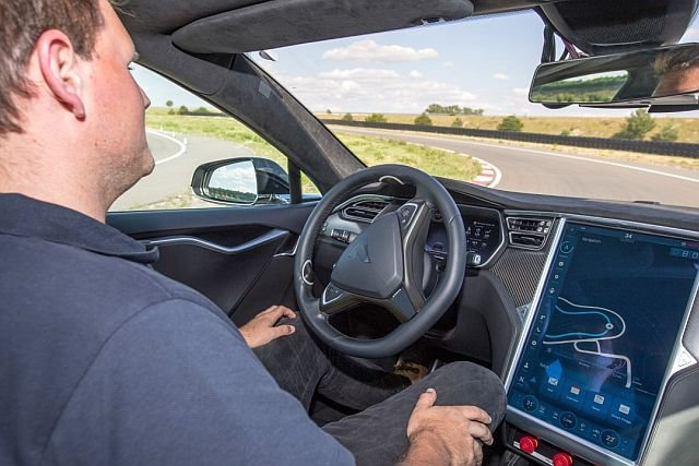 Na tajnym torze testowym Boscha w Niemczech śmigają autonomiczne samochody, które uczą się reagować tak, jak zrobiliby to ludzie