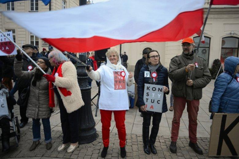 Zamieszanie wokół sądów i Trybunału Konstytucyjnego osłabia postrzeganie Polski jako środowiska stabilnego pod względem prawnym, co zniechęca zagraniczny biznes.