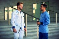 Marco Tomassi chce ubrać stylowo lekarzy w całej UE.