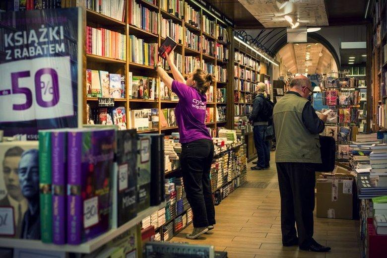 Jeszcze rok temu Matras był wiceliderem na polskim rynku książki, sieć liczyła 180 placówek. Przez problemy finansowe ich liczba stopniowo się jednak kurczy, w niektórych prestiżowych lokalizacjach logo Matrasa zostało już zastąpione szyldem największego