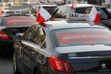 Październikowy protest branży taksówkarskiej przeciw aplikacjom. Dotychczasowe protesty to jeszcze nic w porównaniu z tym, który jest szykowany na kwiecień.