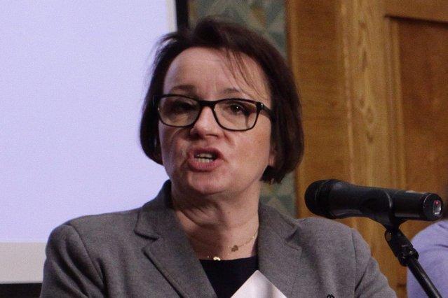 Minister Zalewska ma się z czego tłumaczyć. I przed kim.