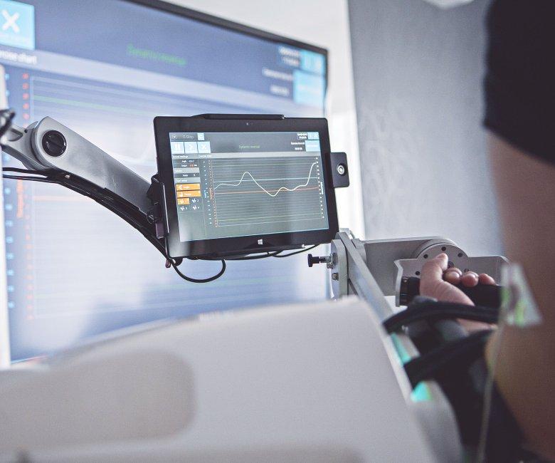 Luna EMG autorstwa EGZOTech ułatwia skomplikowany proces rehabilitacji.