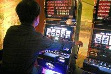 Dzisiaj, poza kasynami, na jednorękich bandytach można grać tylko, gdy należą one do Totalizatora Sportowego.