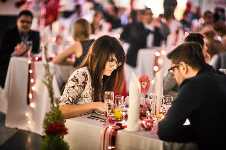 O wiele częściej zdradzają kobiety, które przed ślubem miały niewielu partnerów.