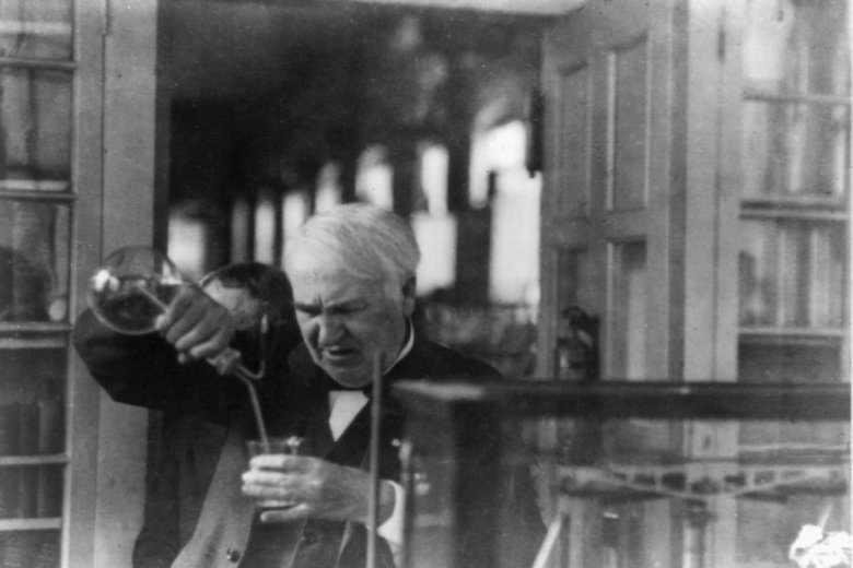 Thomas Edison od dzieciństwa lubił chemiczne eksperymenty.