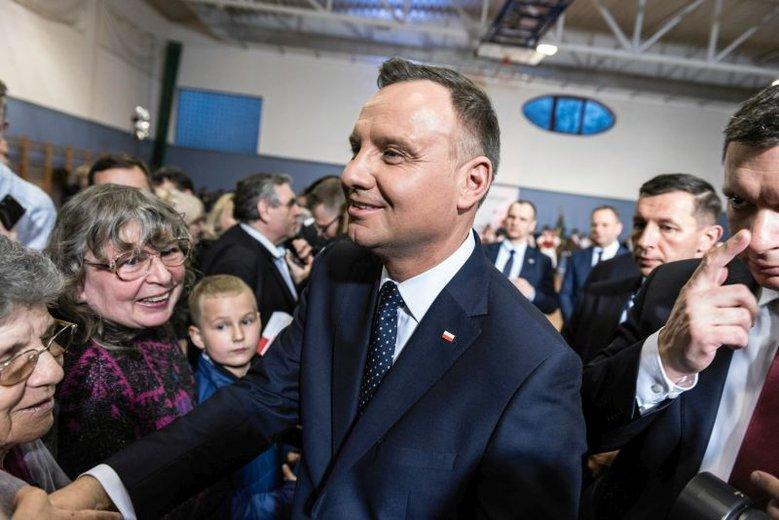 Wystarczył prosty skaner za kilkaset złotych, by dowiedzieć się, jaki jest plan podróży Andrzeja Dudy podczas imprezy 3 maja.