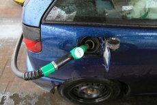 Rząd wpowadza nowe opłaty paliwowe na budowę nowych dróg, mimo, że ma kilkanaście miliardów złotych nadwyżki rocznie.