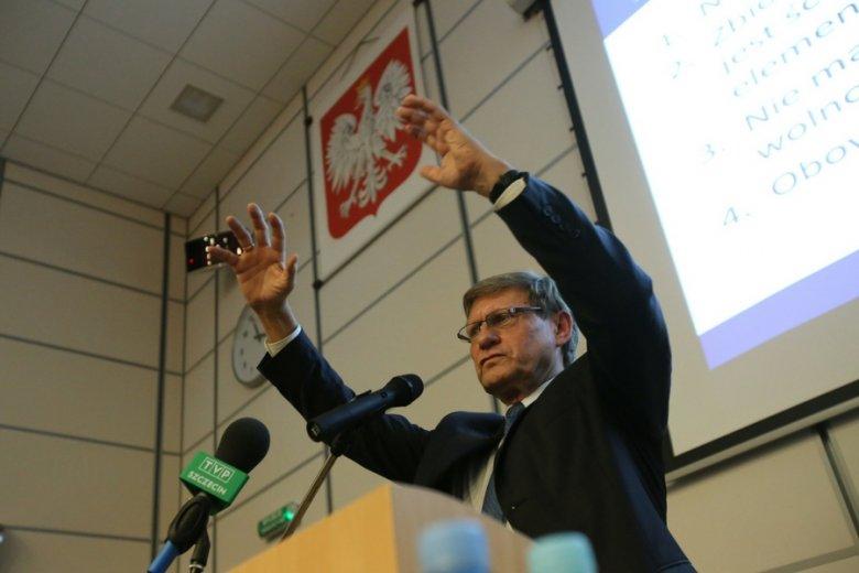 """Leszek Balcerowicz, architekt """"terapii szokowej"""", część krytyki może zawdzięczać niechęci do dyskusji z ekonomistami o innych poglądach."""
