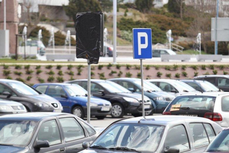 W Warszawie i wielu innych miastach w Polsce za parkowanie można zapłacić dzięki aplikacji SkyCash.