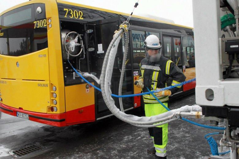 Kierowcy są zobowiązani do przestrzegania kart drogowych i limitów zużycia paliwa.