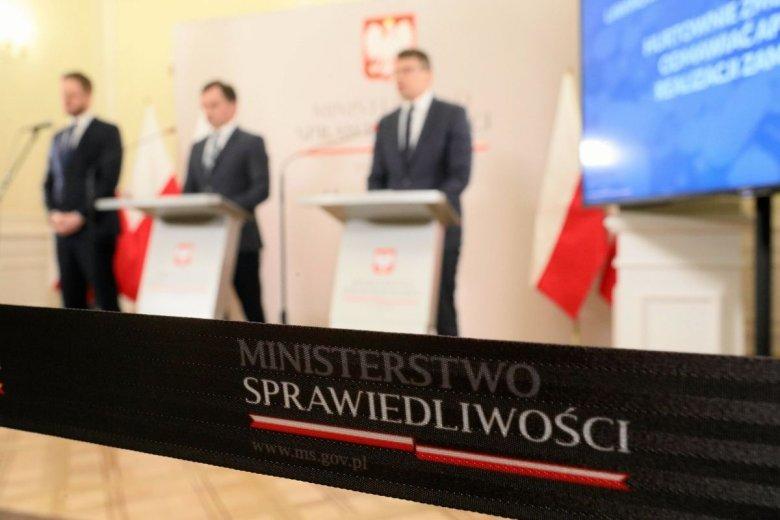 Czy i jak kierowane przez Zbigniewa Ziobrę Ministerstwo Sprawiedliwości płaciło trollom byłego już wiceministra Piebiaka?
