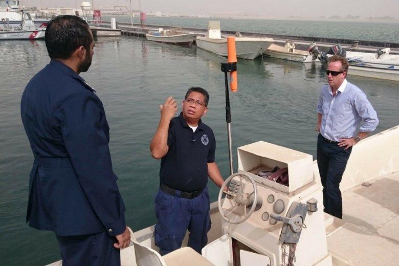 Na łodziach rybaków z Bahrajnu instalowane są transpondery.