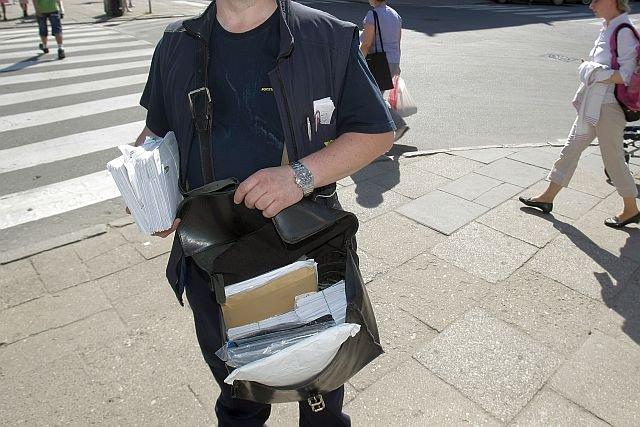 Polscy listonosze alarmują o coraz cięższych warunkach swojej pracy – szczególnie podczas upałów.