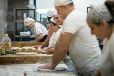 """Produkcja pieczywa zaczyna się w szybkim tempie """"uprzemysławiać""""."""