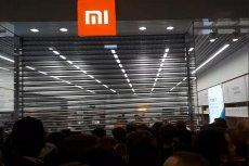 Pracownicy salonu Mi Store nie podołali tłumowi, zgromadzonemu pod sklepem w oczekiwaniu na promocje. Obiecują poprawę i nową promocję, tym razem w internecie.