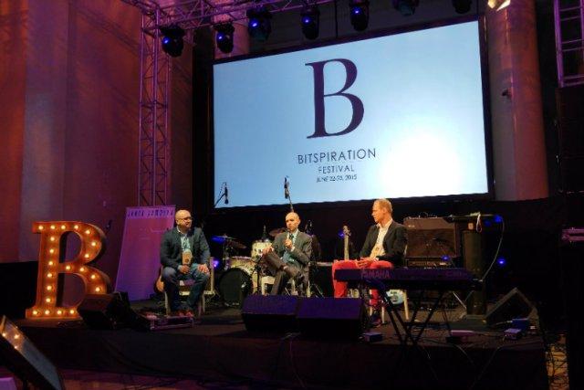 Na scenie Bitspiration debatowali: Grzegorz Nowaczewski, Leszek Grabarczyk i Maciej Sadowski.