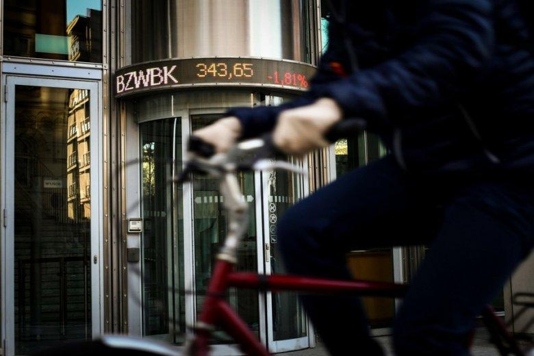 Przeciętny inwestor indywidualny: nad Wisłą oznacza to ok. 41 lat, kilkadziesiąt tysięcy złotych w portfelu, akcje średnio ośmiu spółek.