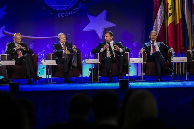 """Inauguracyjna Sesja Plenarna XXVI Forum Ekonomicznego """"Stabilna gospodarka w niestabilnych czasach""""."""