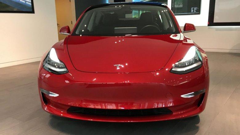 Tesla Model 3 po raz pierwszy wjeżdża do Polski. Będzie dostępna na abonament miesięczny