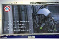 Od piątku na ulicach polskich miast zaczynają pojawiać się billboardy, opisujące pracę w policji. I nie jest to bynajmniej opis pozytywny