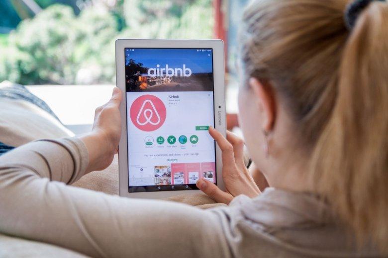 Airbnb czekają wielkie zmiany: firma chce być wyłącznie pośrednikiem w wynajmie nieruchomości, ale platformą integracji usług rozmaitych firm związanych z podróżowaniem.