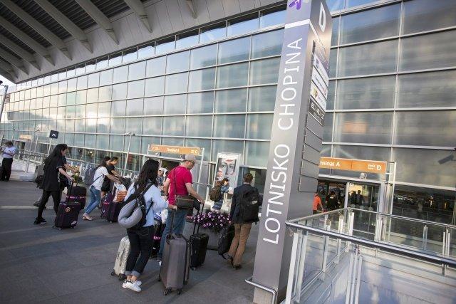 Okęcie. Przez prawie godzinę z lotniska im. Fryderyka Chopina w Warszawie nie mógł wystartować ani wylądować żaden samolot.