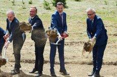 Premier Mateusz Morawiecki w trakcie inauguracji jednej z inwestycji realizowanych w ramach programu Mieszkanie Plus.