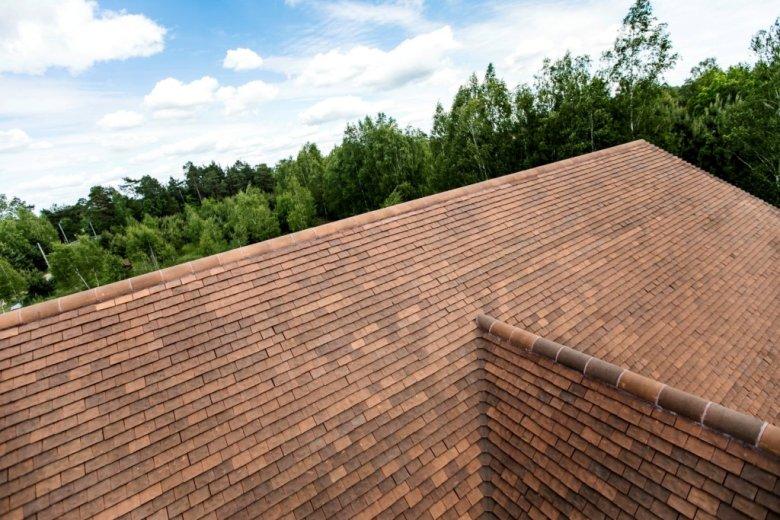 Dom w stylu polskiego dworkowym, z ceramiką dachową Heritage