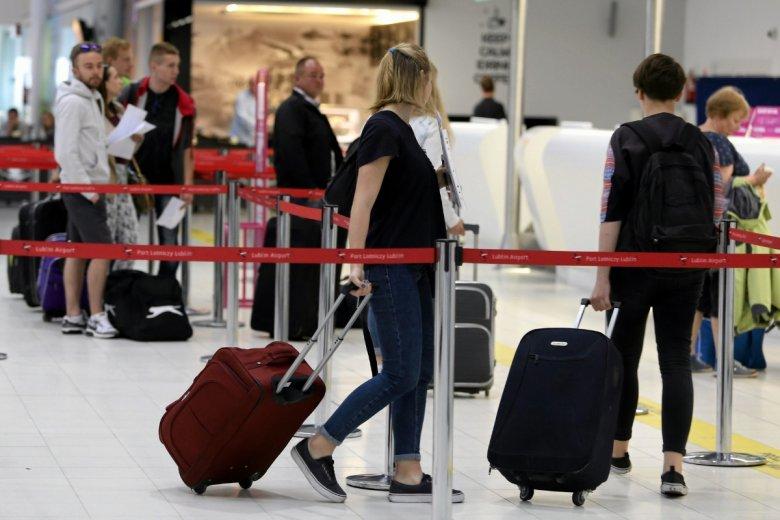 Przyjęło się, że należy być na lotnisku ok. 2 godziny przed odlotem, by zdążyć z odprawą i kontrolą bezpieczeństwa. System Aerochk ma skrócić odprawę przed odlotem z godziny do minuty, może kilku.