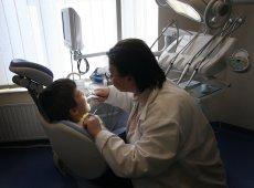 Dentobusy miały byc ratunkiem dla dzieci, które nigdy nie były u dentysty. W Polsce aż 90 proc dzieci ma próchnicę.