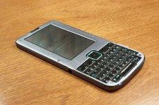 Superbezpieczny telefon Betrusted z wyglądu przypomina klasyczne Blackberry.
