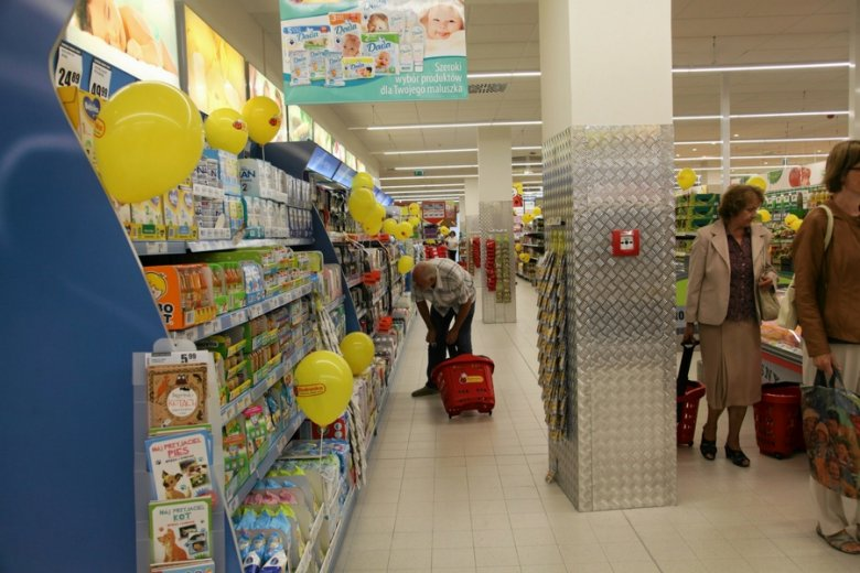 Klienci Biedronki narzekają na brak Świeżaków w sklepach.