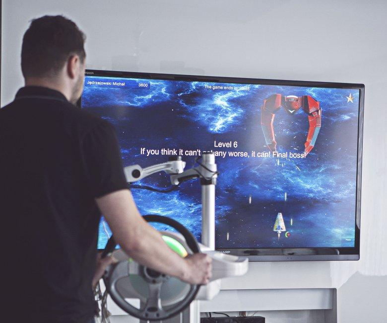 Lunę EMG wyposażono nawet w gry.