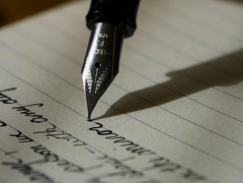 Pisanie w określonych ramach, które ograniczają tworzy napięcie i to napięcie może być twórcze