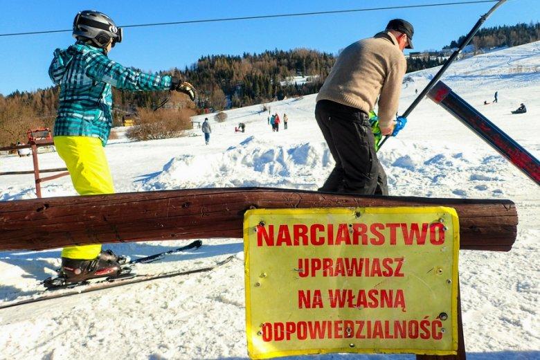 Narciarze uciekają z Zakopanego do sąsiednich miejscowości.