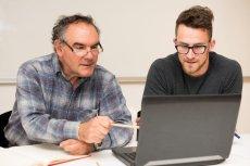 W mentoringu w Polsce coraz częściej chodzi nie o zarabianie pieniędzy lecz rozwój osobisty.