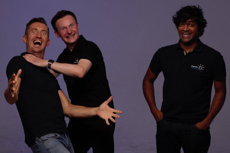 Na zdjęciu od lewej twórcy Explain Everything Bartosz Gonczarek oraz Piotr Śliwiński, a także amerykański naukowiec i ich partner Reshan Richards.