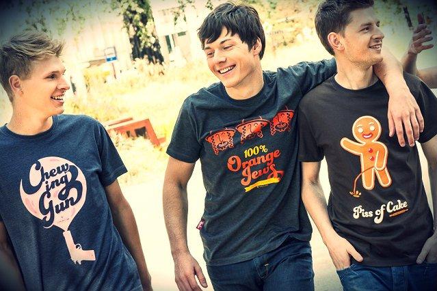 Zabawne, często kontrowersyjne i na granicy dobrego smaku – takie są koszulki warszawskiej firmy.