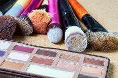 Kosmetyki, pędzelki, ubrania - przedmioty prezentowane na modowym blogu podlegają pod działalność gospodarczą.