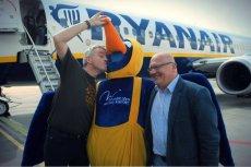 Wojna między pracownikami pokładowymi Ryanaira a tanim przewoźnikiem rozkręca się nad dobre