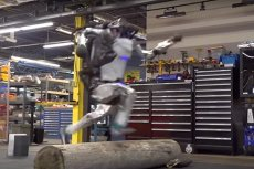 Robot od Boston Dynamics umie biegać, skakać przez przeszkody, robi nawet salto do tyłu