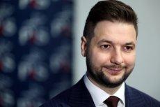 W Warszawie największym zainteresowaniem cieszy się kandydat Prawa i Sprawiedliwości, Patryk Jaki. Aż 60 proc. wyszukiwań związanych z kandydaturami dotyczy właśnie jego.