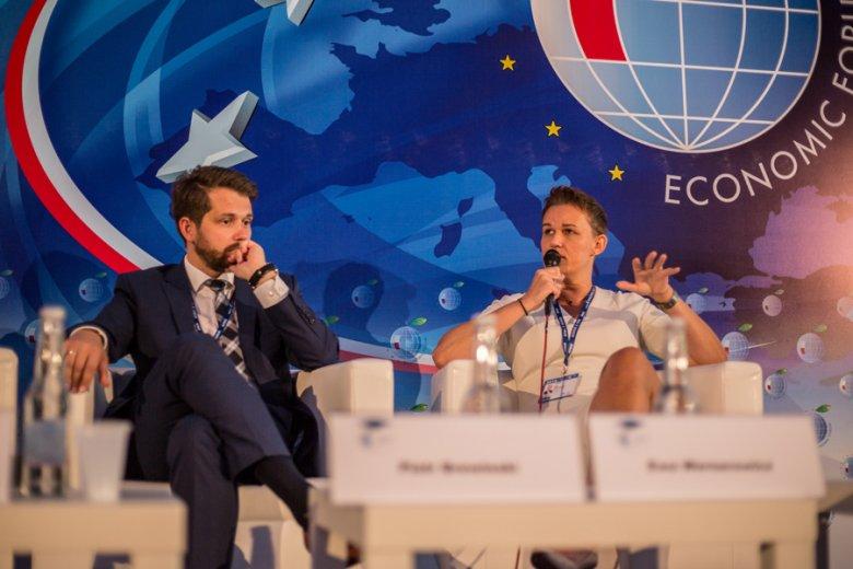 Piotr Brewiński z FinTech Poland Fundation i Ewa Wernerowicz z VIVUS Finance.