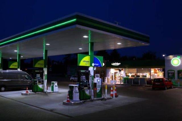 W Polsce przy niecałych 40 milionach obywateli jest około 6600 stacji benzynowych