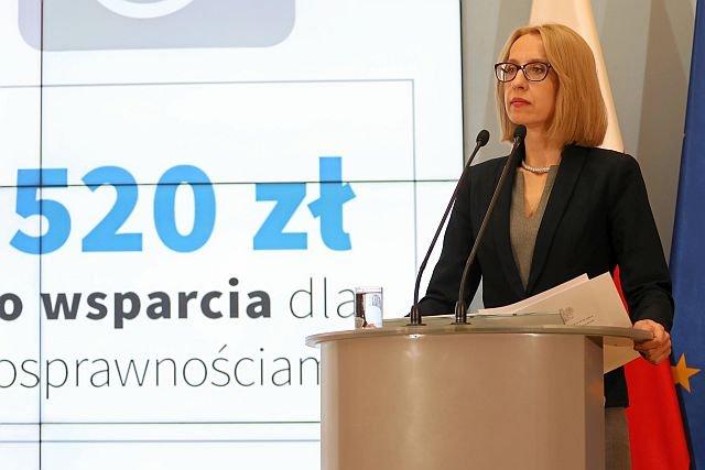 Minister Finansów, Teresa Czerwińska ma twardy orzech do zgryzienia. Z nadwyżki budżetowej zrobił się potężny deficyt