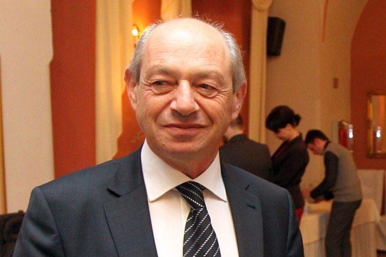 Henryk Orfinger prowadził firmę Dr Irena Eris od 36 lat. Na początku jego żona produkowała kremy w garnku, on rozwoził je maluchem